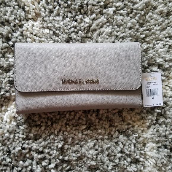 32c8bdc4419df1 MICHAEL Michael Kors Bags | Michael Kors Mercer Trifold Leather ...